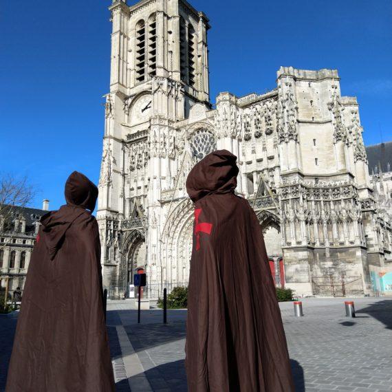 Costume templiers brun cathédrale (c) CDTA (12)Costumes Templiers